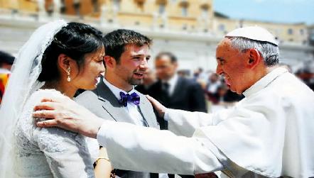 El Papa Francisco y los Novios