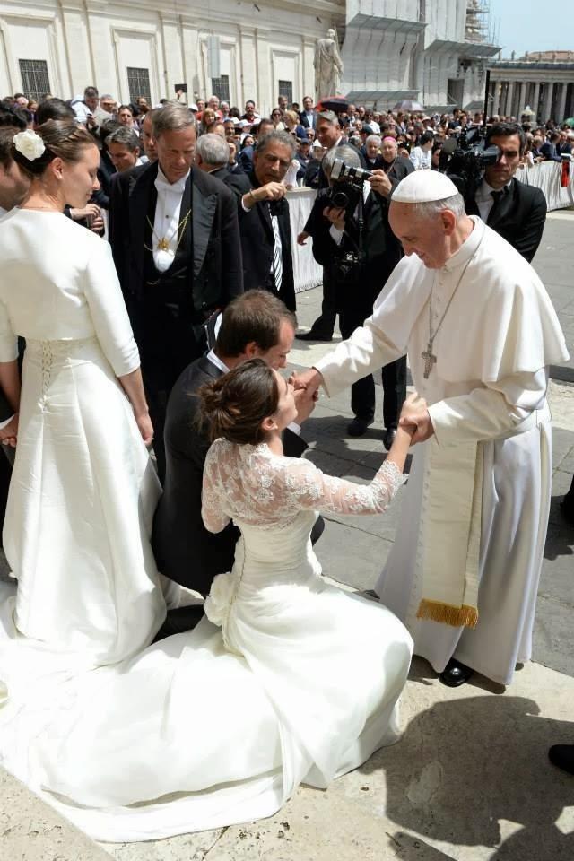 Papa Francisco y los novios